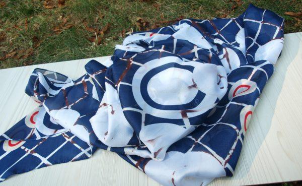 modro bílý šátek